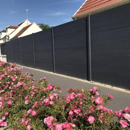 Pose de clôture autour d'une maison